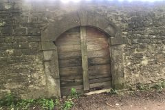 Una porta misteriosa